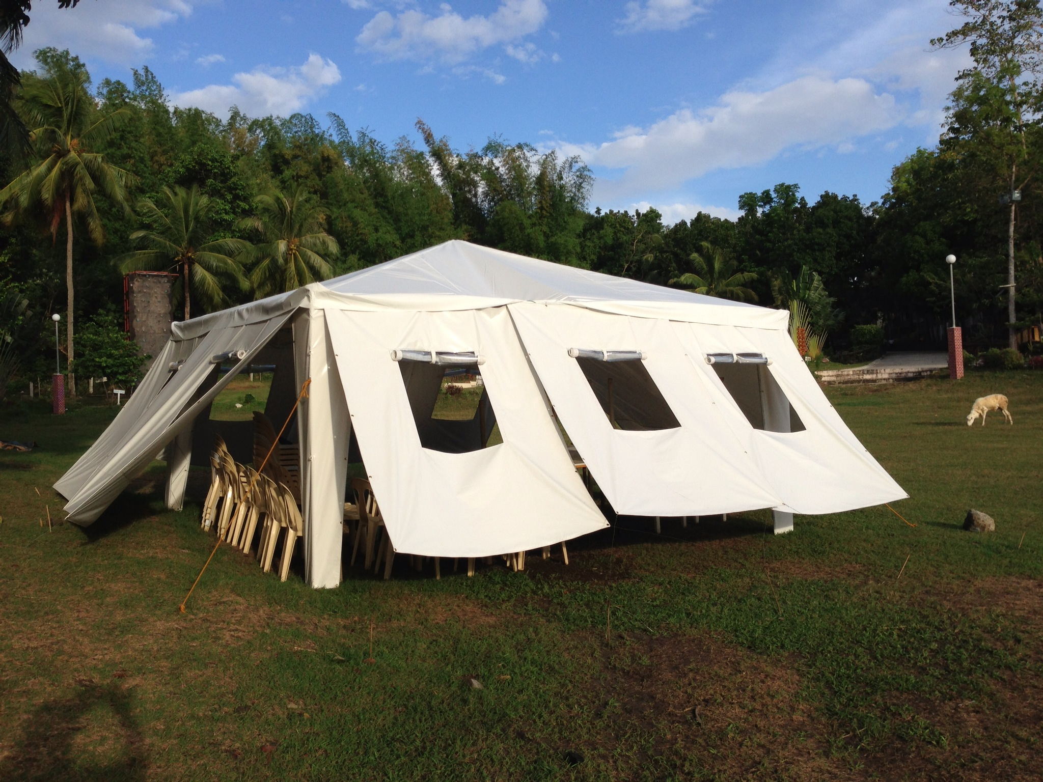 A Goducate Tent School & Goducate makes tents for schools damaged by Typhoon Haiyan ...