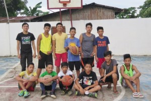 Junnel (3rd from left) together with new set of basketball paleyrs after basketball clinic